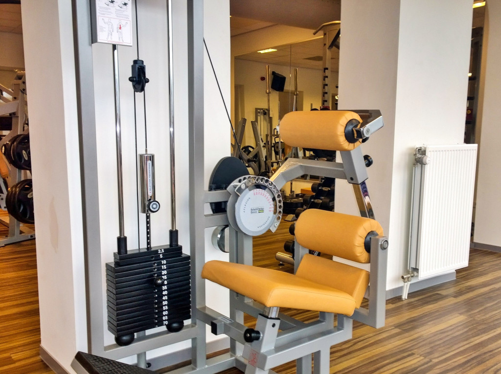Revalidatie apparatuur Technogym ''Lower Back'' voor revalidatie fitnessprogramma's bij Fitness de Bataaf.