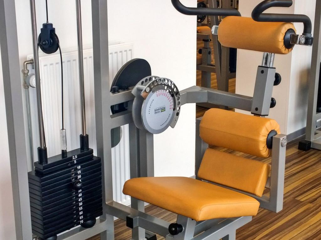 Revalidatie apparatuur Technogym ''Abdominal'' bij Fitness de Bataaf in Den Haag