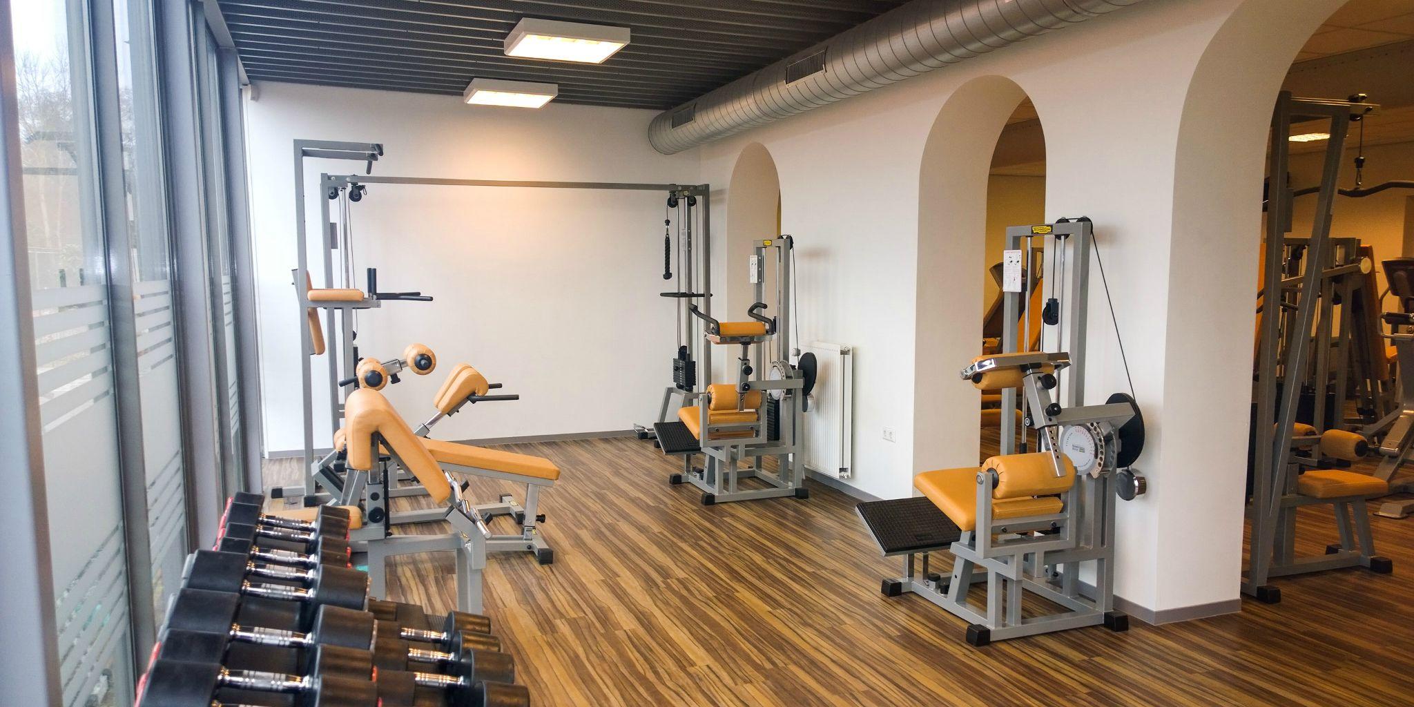 Exercise Assistant Individueel Trainingsschema in combinatie met revalidatie programma's bij Fitness de Bataaf - Sportschool Den Haag.