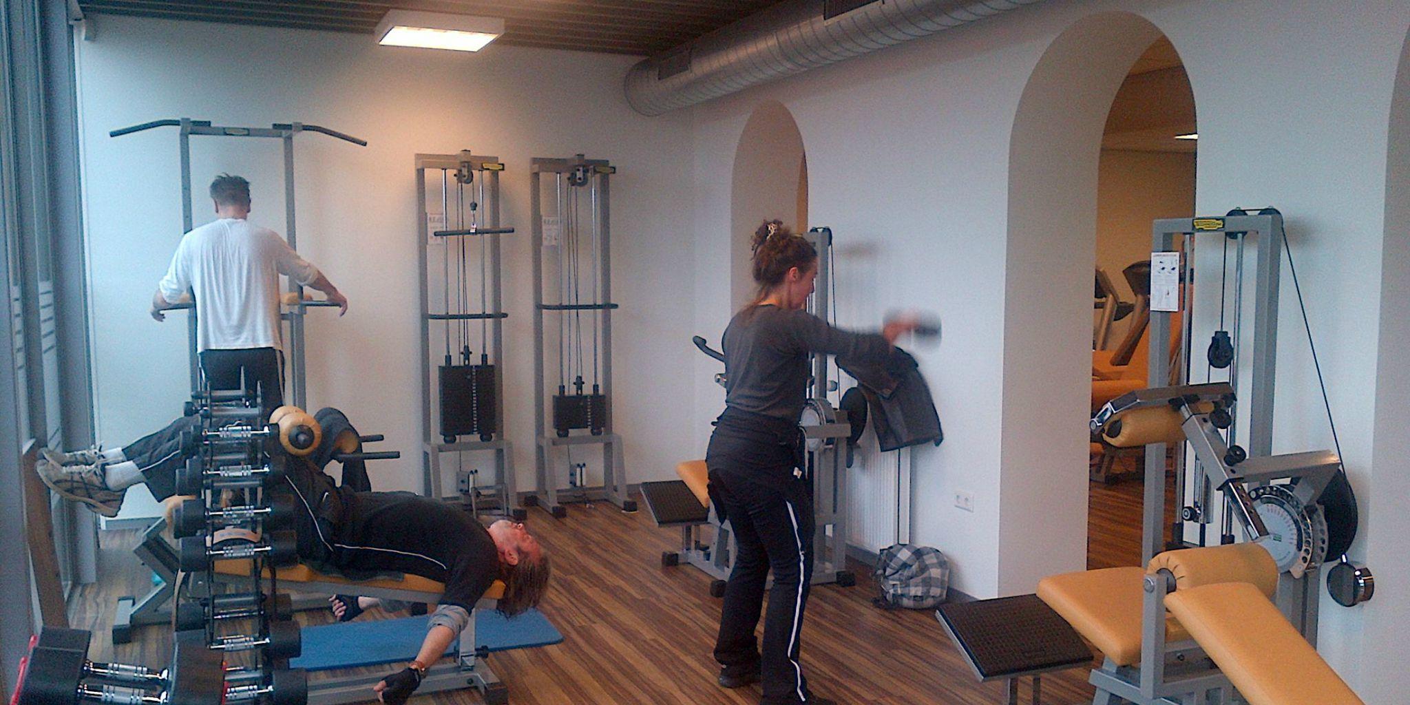 Krachttraining Den Haag - Train alle spiergroepen op een verantwoorde manier met de beste fitnessmaterialen bij Fitness de Bataaf - Sportschool in Den Haag